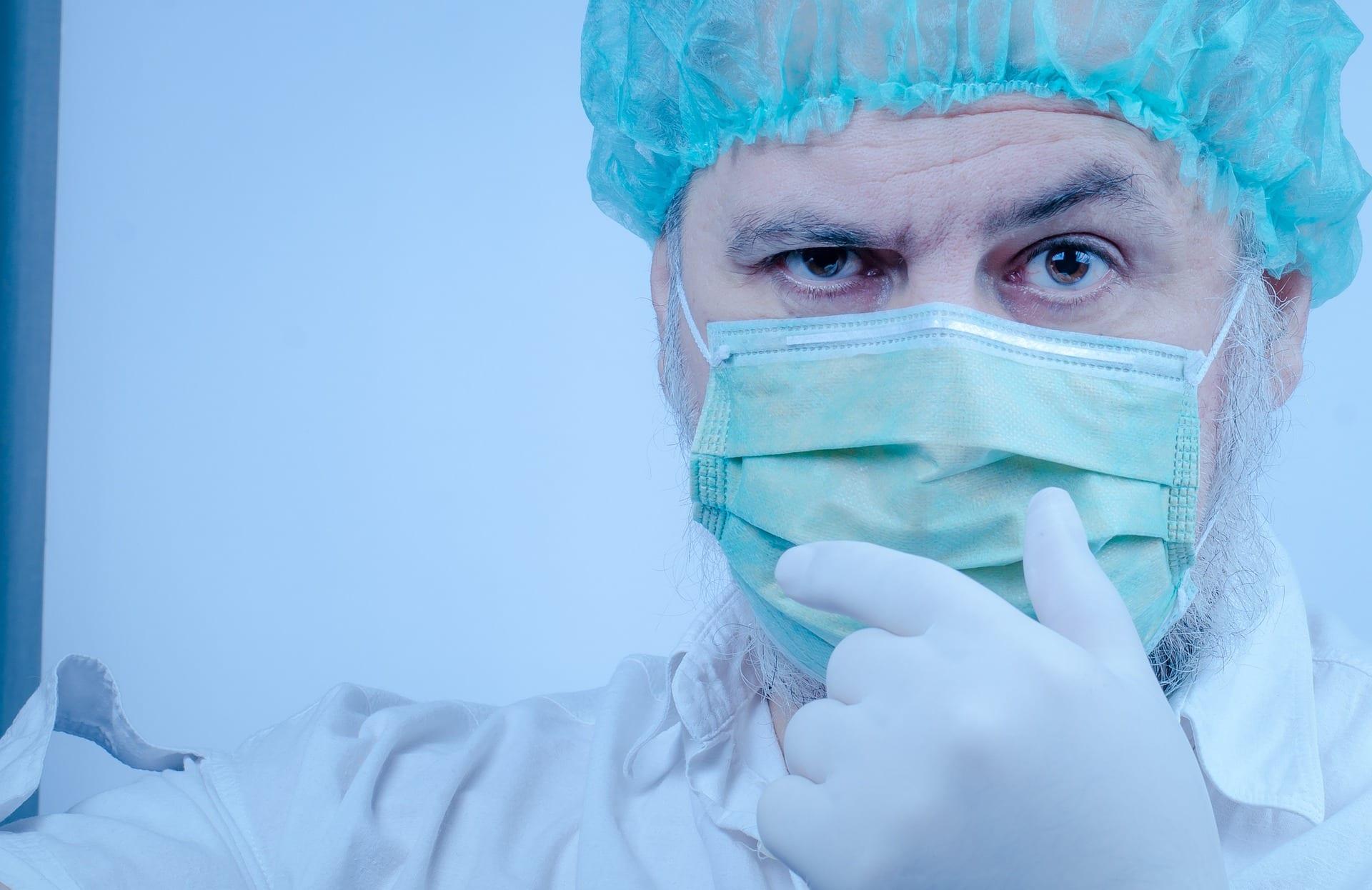 Medici richiamati per emergenza, compatibilità tra retribuzione e pensione